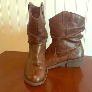American Eagle, Brown  Cowgirl ankle boots.